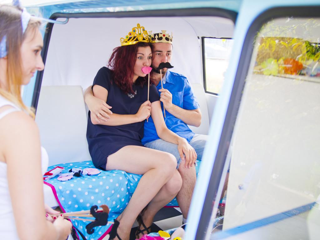 fotobuska w samochodzie